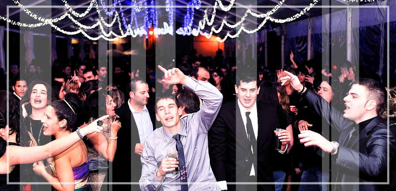 Gallaecia Discomobil es la discoteca movil que puede organizar la actuación de musica y baile de tu fiesta multitudinaria