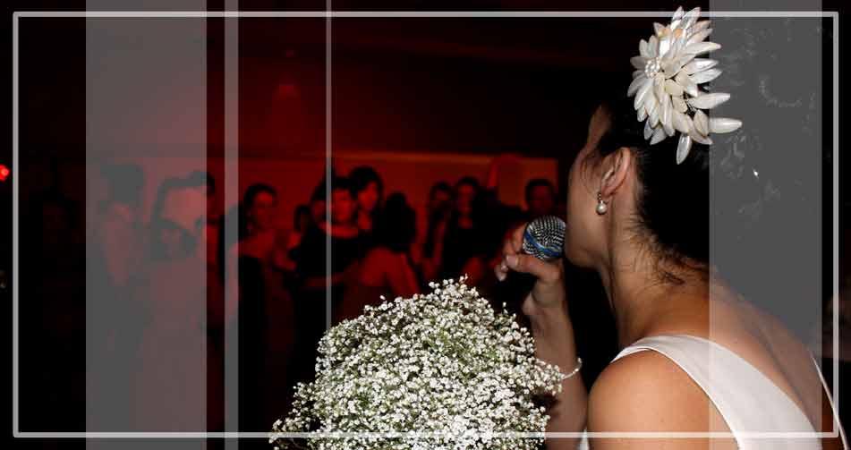 Contratar un dj de bodas es uno de los servicios que te puede ofrecer Gallaecia Discomovil