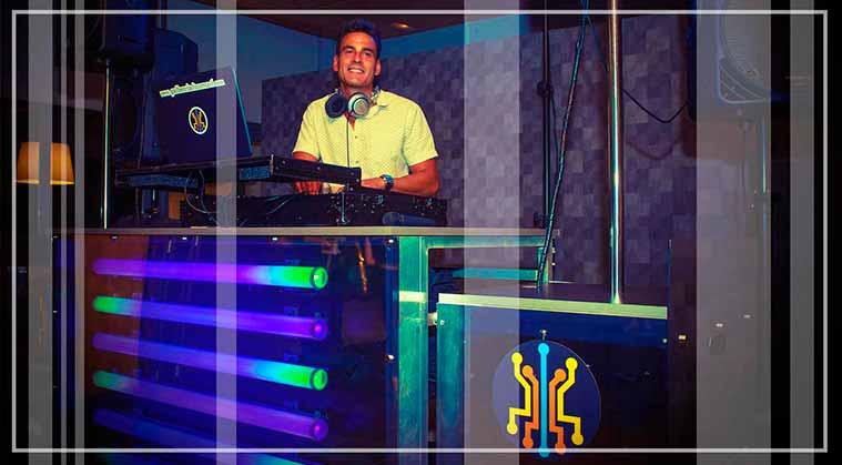 Sesión de dj personalizada a cargo de la discoteca mobil adecuada para una fiesta de boda.