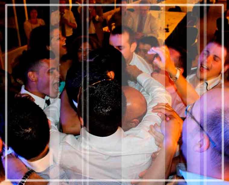 Antes de contratar dj para bodas solicita precio y presupuesto a Gallaecia Discomobil, el baile personalizado que te ofrecemos seguro que no defrauda a los invitados a tu fiesta